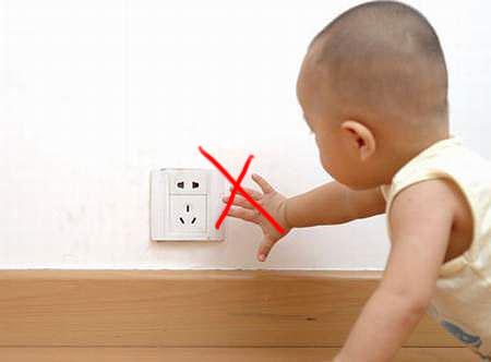 Lắp đặt ổ cắm điện không đảm bảo độ cao quy định rất nguy hiểm nếu có trẻ nhỏ